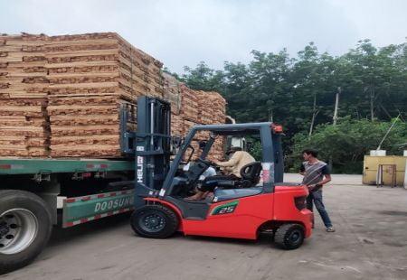 Xe nâng điện Heli 2.5 tấn mới nhất