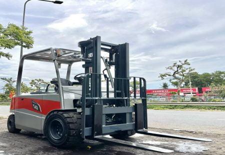 Xe nâng Heli 5 tấn tại Việt Nam