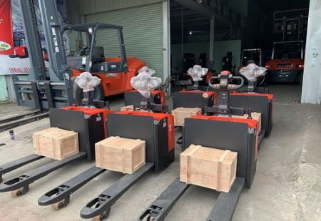 Các loại xe nâng pallet 3 tấn