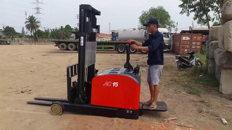 xe nâng điện đứng lái heli CQDM15-810