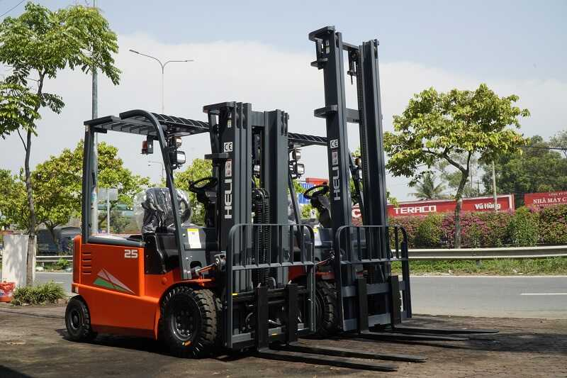 khung nâng xe nâng điện 2 tấn
