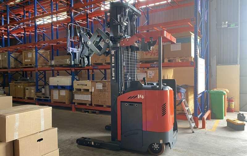 xe nâng điện đứng lái reach truck 1.5 tấn