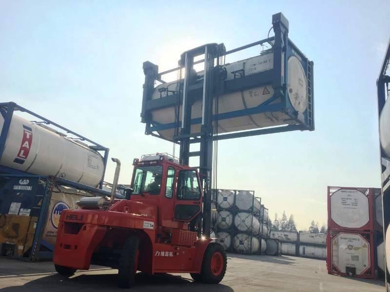 xe nâng container tại Vũng Tàu