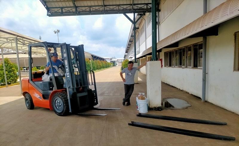xe nâng tại KCN Đồng Xoài Bình Phước
