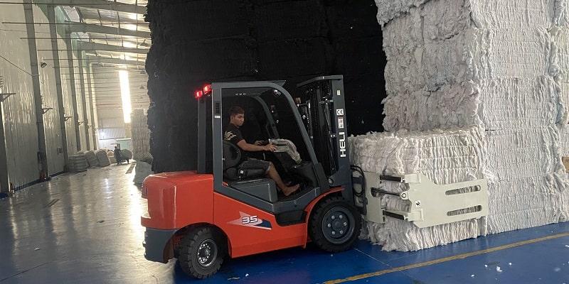 xe nâng kẹp giấy sợi tại Long An