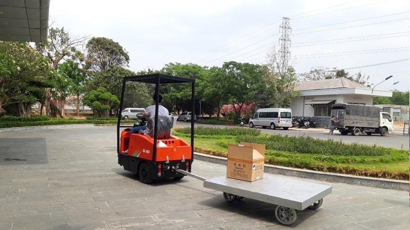 xe đầu kéo chạy điện 3 bánh 2 tấn