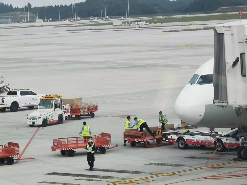 xe đầu kéo sân bay 2 tấn