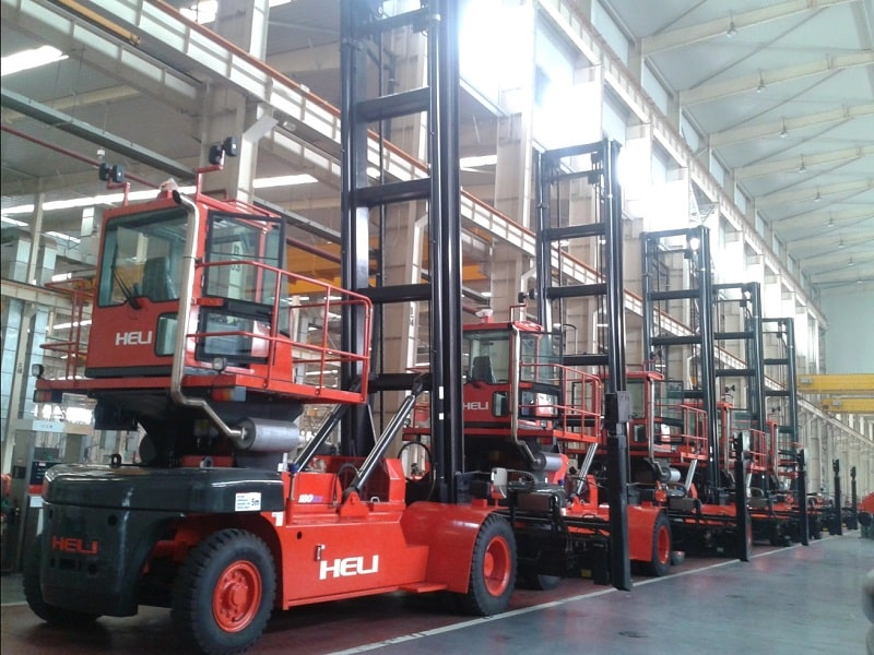 xe nâng container rỗng Heli