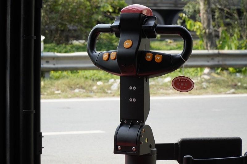tay điều khiển xe nâng điện đứng lái Heli