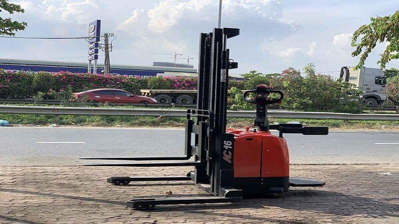 xe nâng chạy điện đứng lái 1.6 tấn