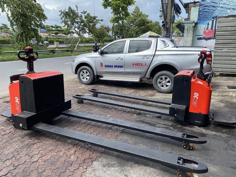 xe nâng tay điện Heli 3 tấn