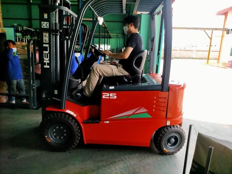 vận hành xe nâng điện 3 tấn