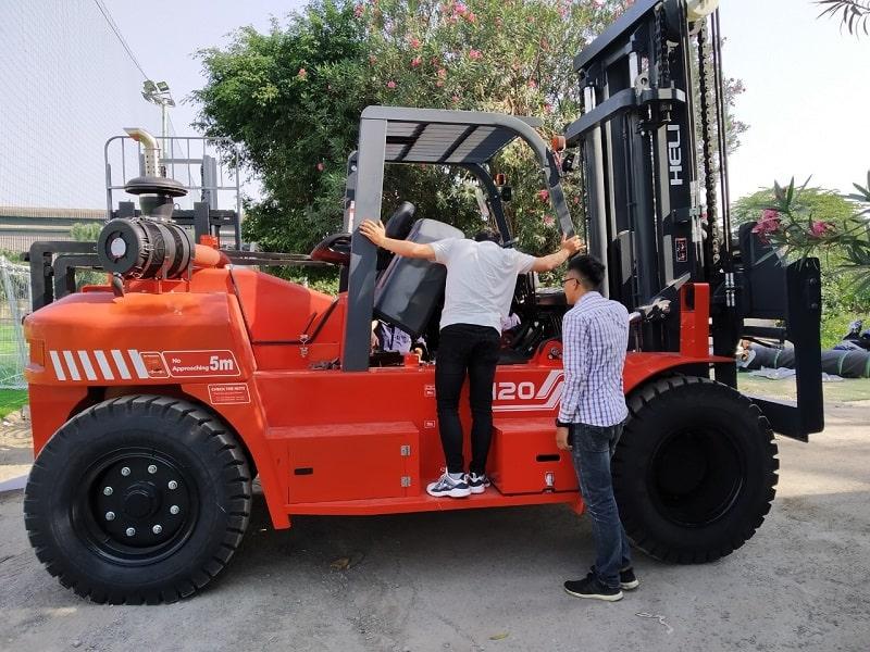 xe nâng Heli 12 tấn tại Hà Nội