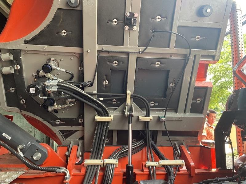 cabin nghiêng điện xe nâng Heli 12 tấn