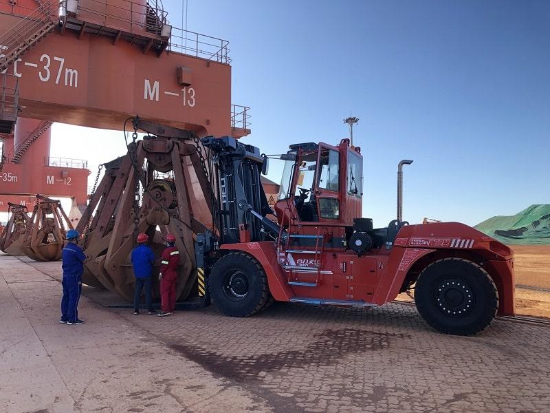 xe nâng 35 tấn