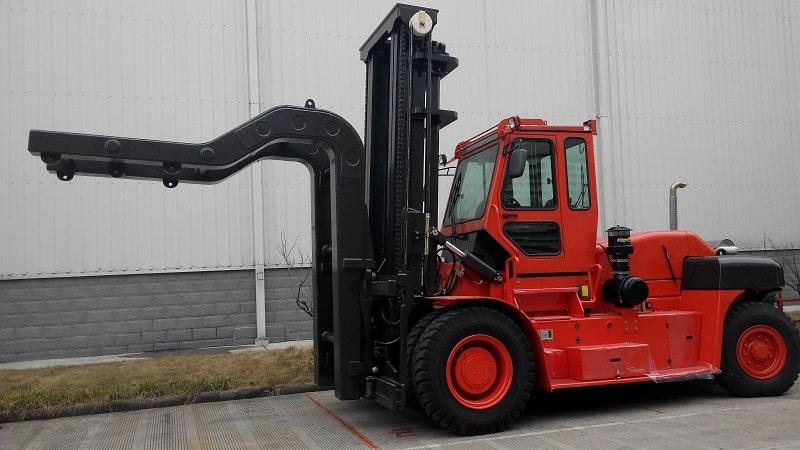 xe nâng 30 tấn nâng thép