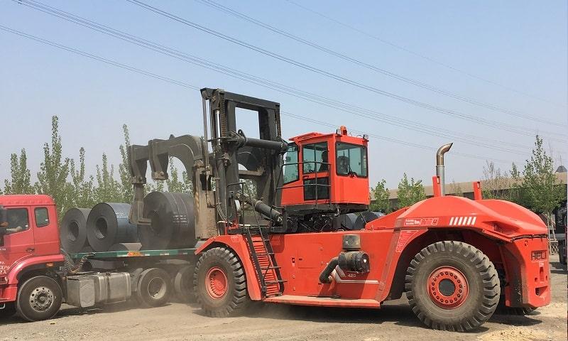 xe nâng cẩu cuộn thép 30 tấn