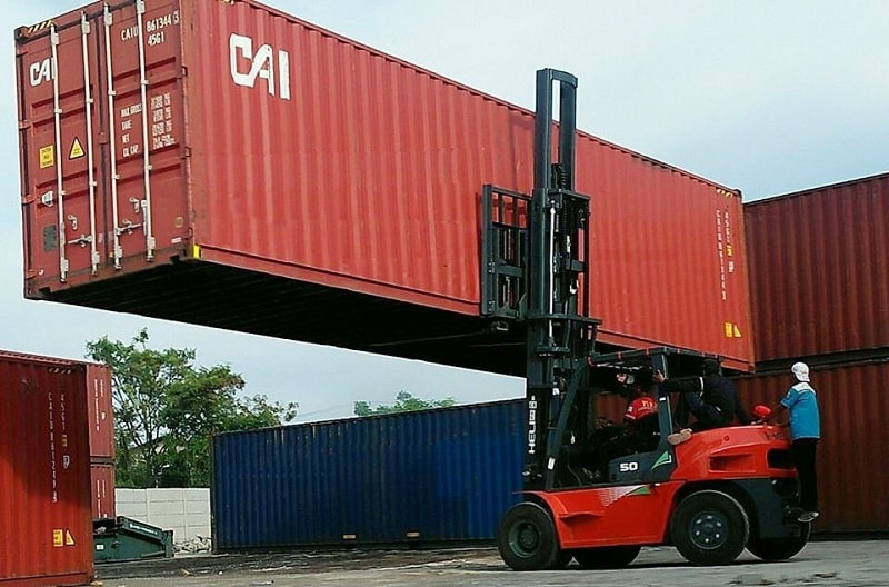 xe nâng container 5 tấn