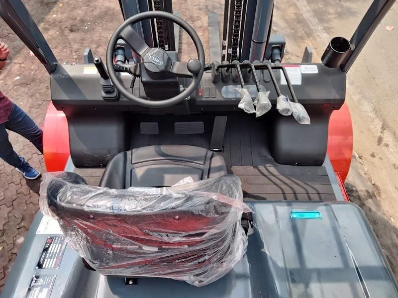 cabin điều khiển xe nâng Heli 7 tấn